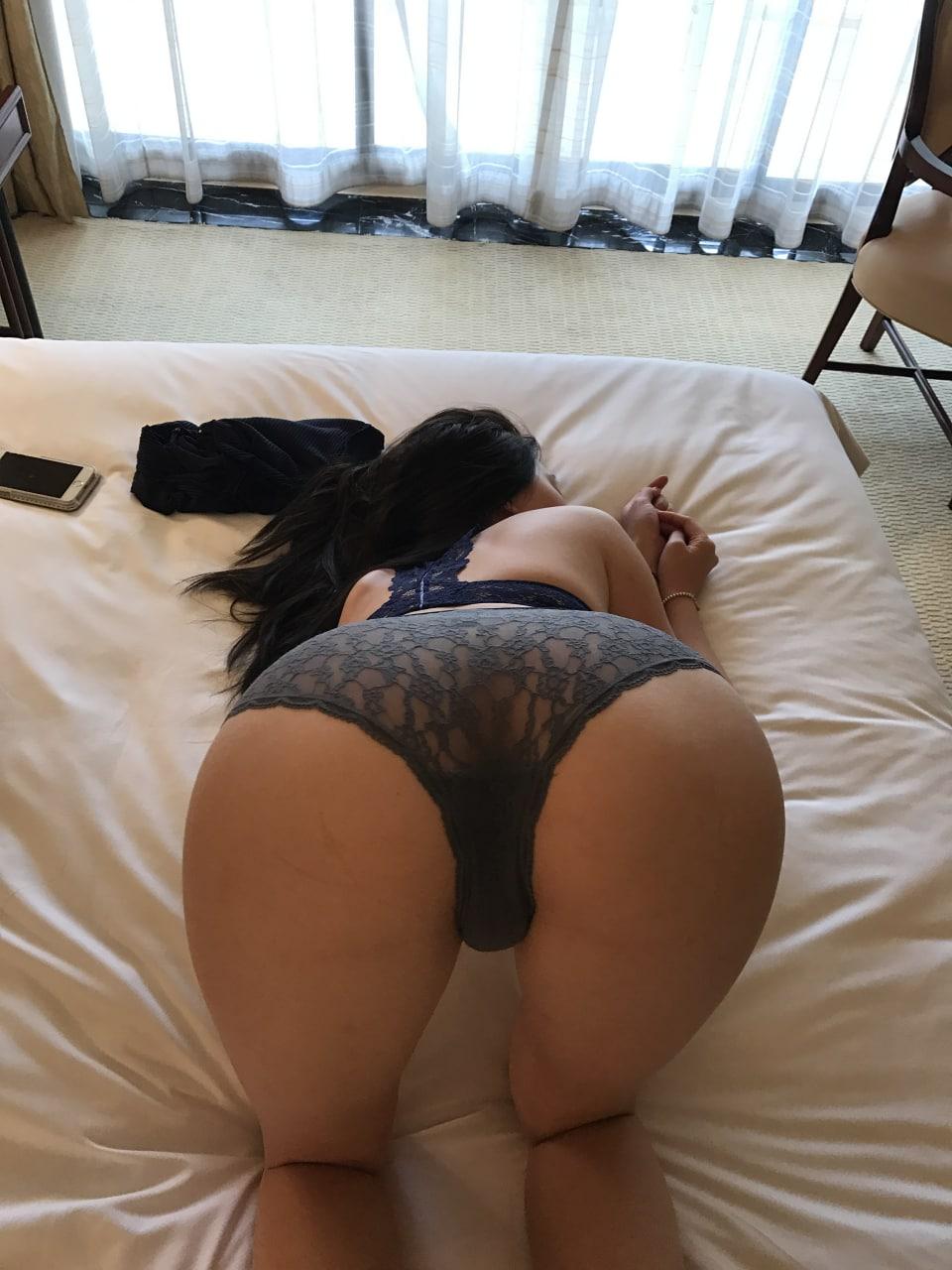 [丰乳肥臀]后入的视角欣赏别人家老婆的肥美屁股