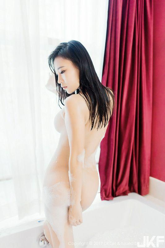 嫩模梦倩性感内衣系列浴室里大尺度全裸泡泡浴诱惑写真
