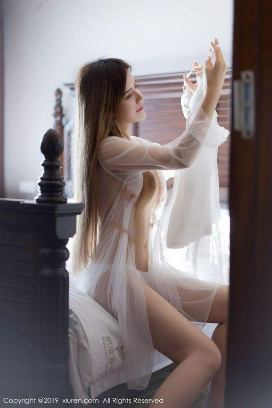 雪白优雅嫩妹Cris卓娅祺美胸翘臀白色内衣诱惑私房真人秀