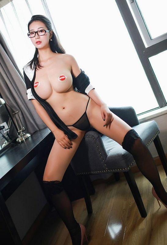姿容绝代的绝美女秘书敞开制服